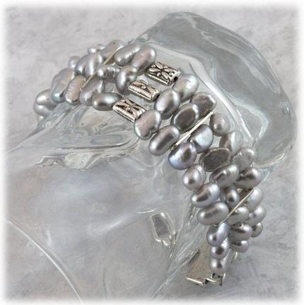 [pearl bracelet[9].jpg]
