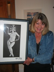 Shelagh_Milligan_with_painting_by_Spike