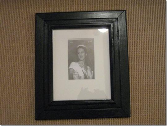 black frames and white table 004