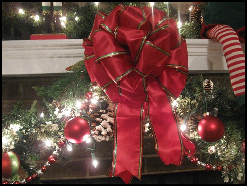 christmas mantle 2010 015