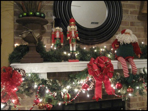 christmas mantle 2010 010