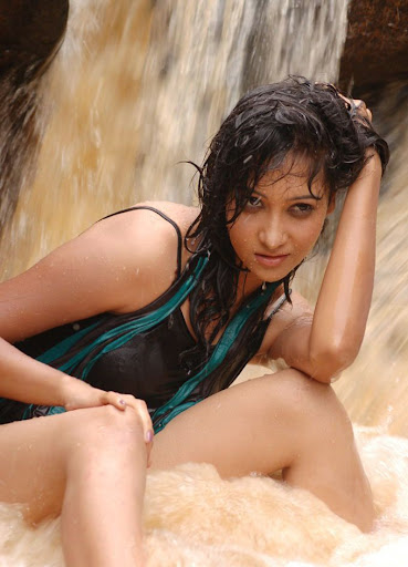 Cricket Girls And Beer Movie Hot Exposing Romance Photos