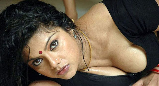 Masala Actress Swathi Verma Hot Cleavage Photos