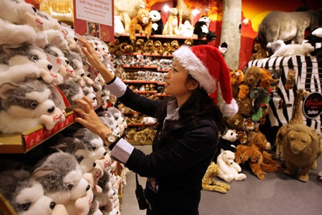Hamleys Prepare Last Wave Christmas Shoppers ArJ0LE1kImNl