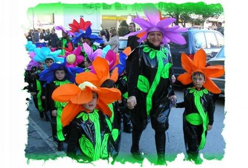 disfraz de flor de plástico y papel para grupos - Disfraz casero