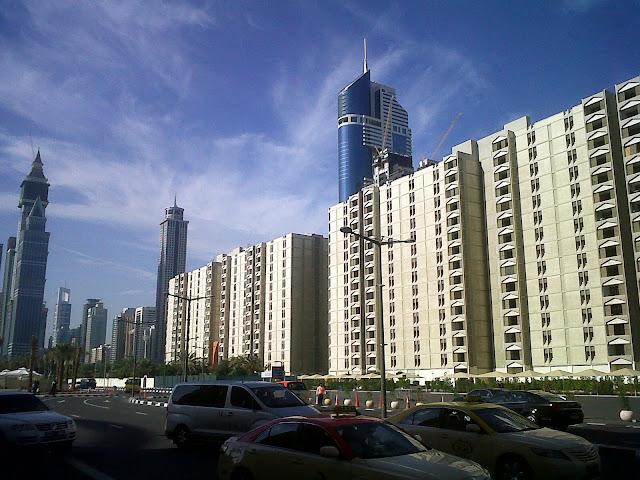 Pemandangan dari depan hotel IBIS Dubai