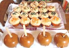 Halloween cupcakes and candied apples1