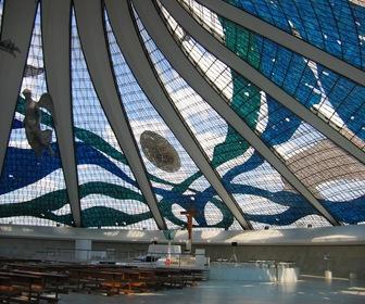 Interior_da_Catedral_de_Brasilia
