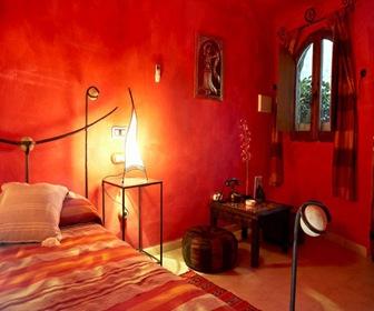 habitacion roja hotel cueva