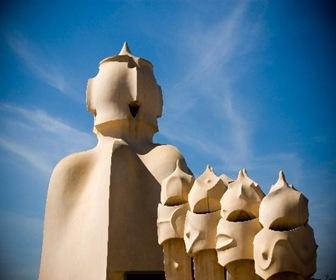 Esculturas-en-terrazas-La-Pedrera-Casa-Mila