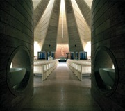 DISEÑO-INTERIOR-Iglesia-Santo-Volto-Mario-Botta