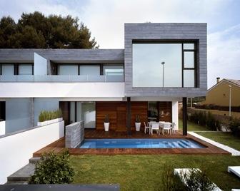 6 casas adosadas con fachada minimalista for Casas actuales modernas