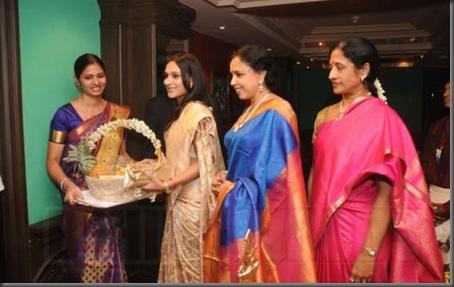 Aishwarya Dhanush inaugurates golu @ Park Sheraton - images 01