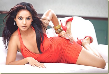 04 Neetu Chandra showing her deep cleavage