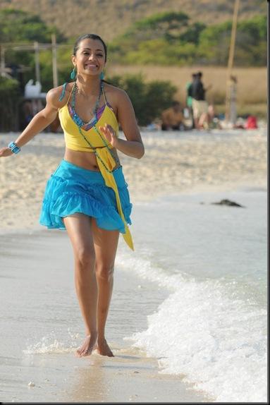 sexy_tamil_actress_trisha_dancing_on_beach-1