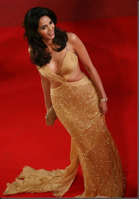 Actress-Mallika-Sherawat-hot-at-Cannes-fashion-4