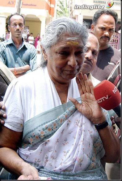 Film Industry Bids Adieu To Chitra's Daughter6
