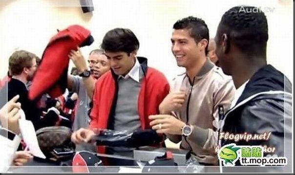 A bela amizade de Cristiano Ronaldo e Kaká (11)