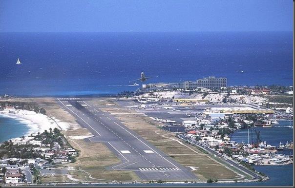 Vista aérea de pistas de aeroportos (9)