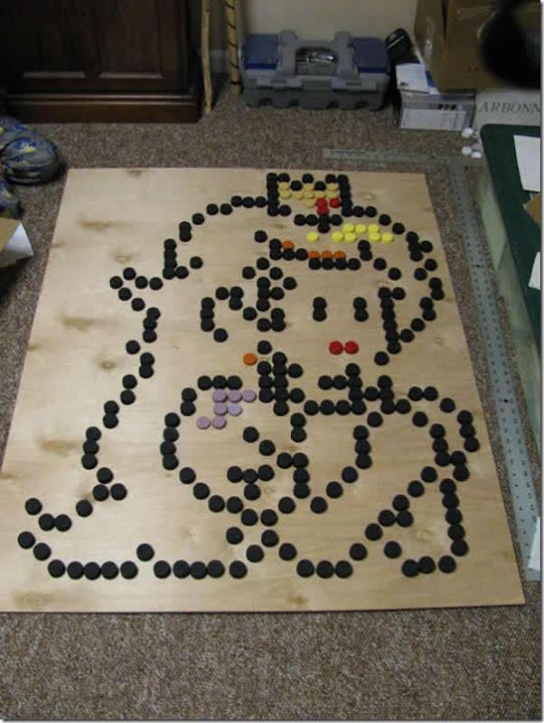 Princesa Peach do jogo Super Mario feita com tampinhas de garrafa pet (4)