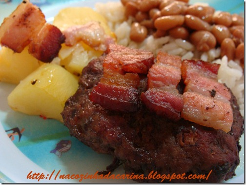 hamburguinho-assado-com-bacon-e-batata