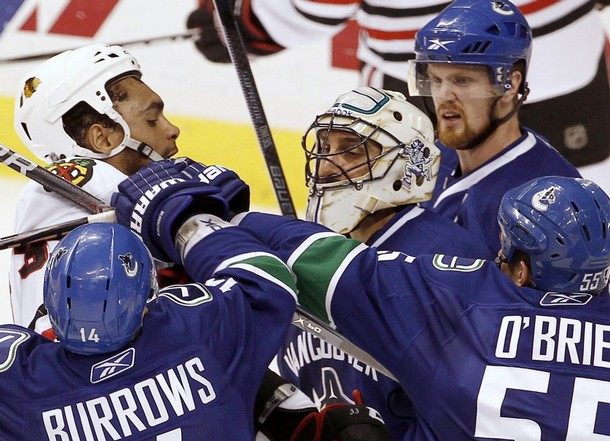 canucks_blackhawks_game3_5.jpg