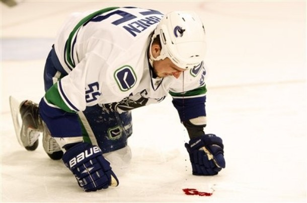 canucks_blackhawks_game5_1.jpg