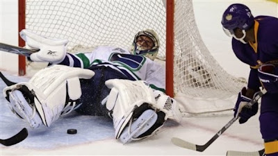 canucks_oct10_kings.jpg