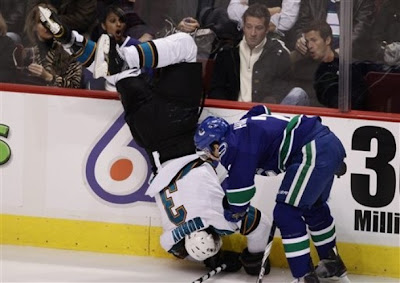 canucks_nov26_sharks3.jpg