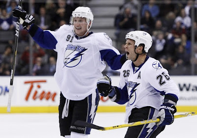 lightning_nov30_leafs2.jpg