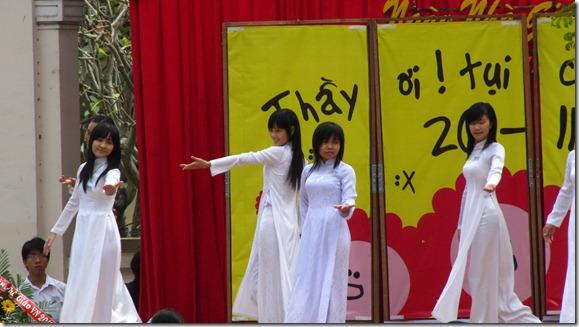 Nữ sinh Lê Hồng Phong ngày 20-11