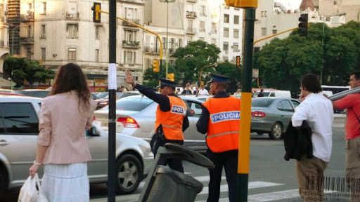 Traffic Police of Buenos Aires Tries to Prevent a Traffic Meltdown during Rush Hour