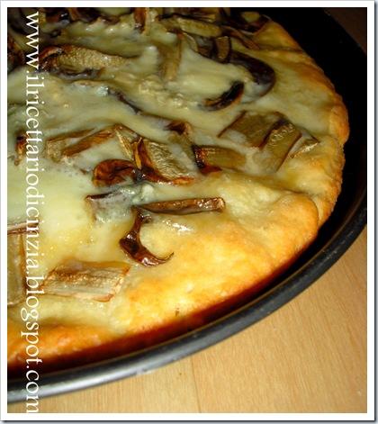 Pizza con radicchio e gorgonzola