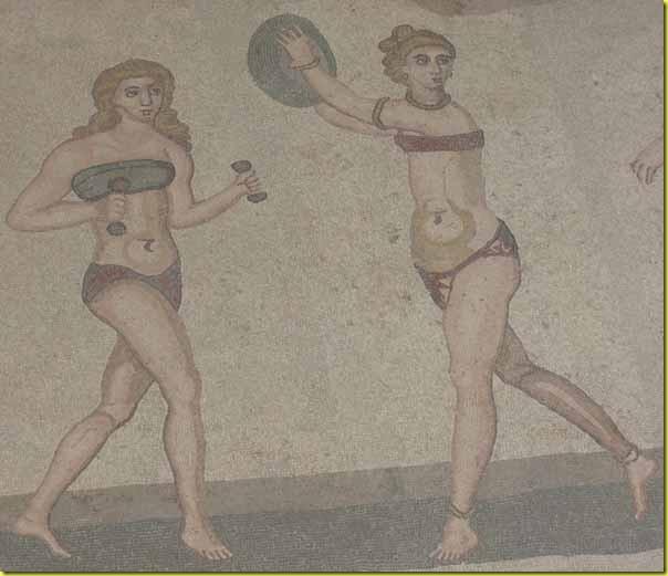 Ragazze in bikini Villa del Casale 3