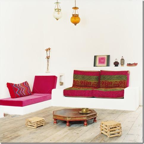 Casa de Valentina - via Elle Decor - sofá de alvenaria