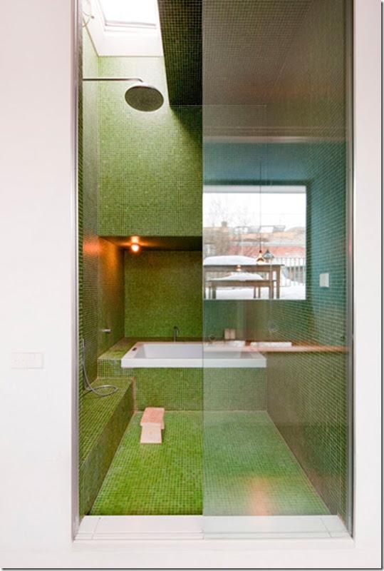 Casa de Valentina - via New York Times - banheiro de vidrotil verde