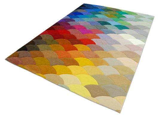 Casa de Valentina - via Design Milk - tapete colorido dos portugueses da Piodao Group