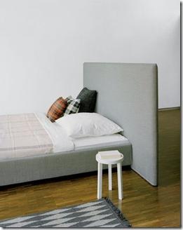 cama para o meio do quarto