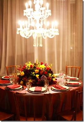 www.casadevalentina.com.br - via Objetiva Fotos - mesa e toalha vermelhas