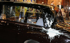 video-prince-charles-and-wife-camillas-car-attacked-by-london-protesters