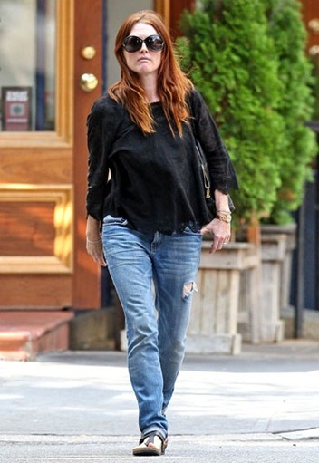 julianne-moore-current-elliott-jeans-skinny-JT