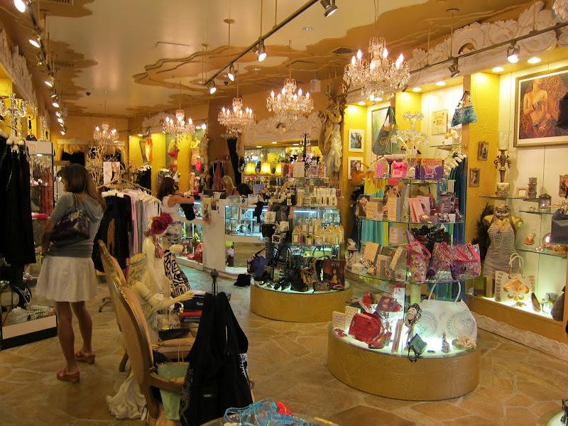 Enchantress Boutique店内