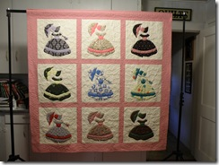 Colonial Ladies Quilt 001