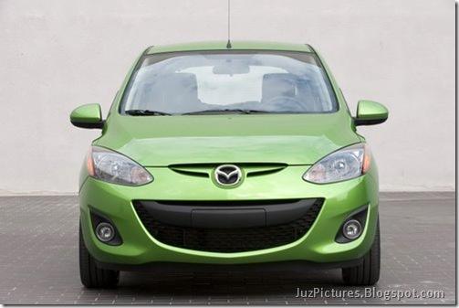 2011-Mazda2-14