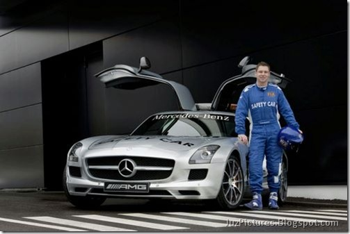 Mercedes-Benz-SLS-AMG-F1-Safety-Car-4
