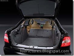 Skoda_Superb_2009_Boot_View