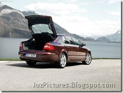 Skoda_Superb_2009_Rear_View