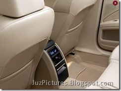 2009_Skoda_Superb-Rear-Seat-Information