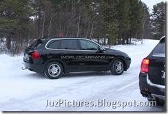 2011-porsche-cayenne-rear3