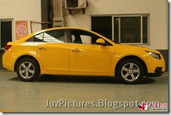 Chevy-Cruze-Bumblebee-side